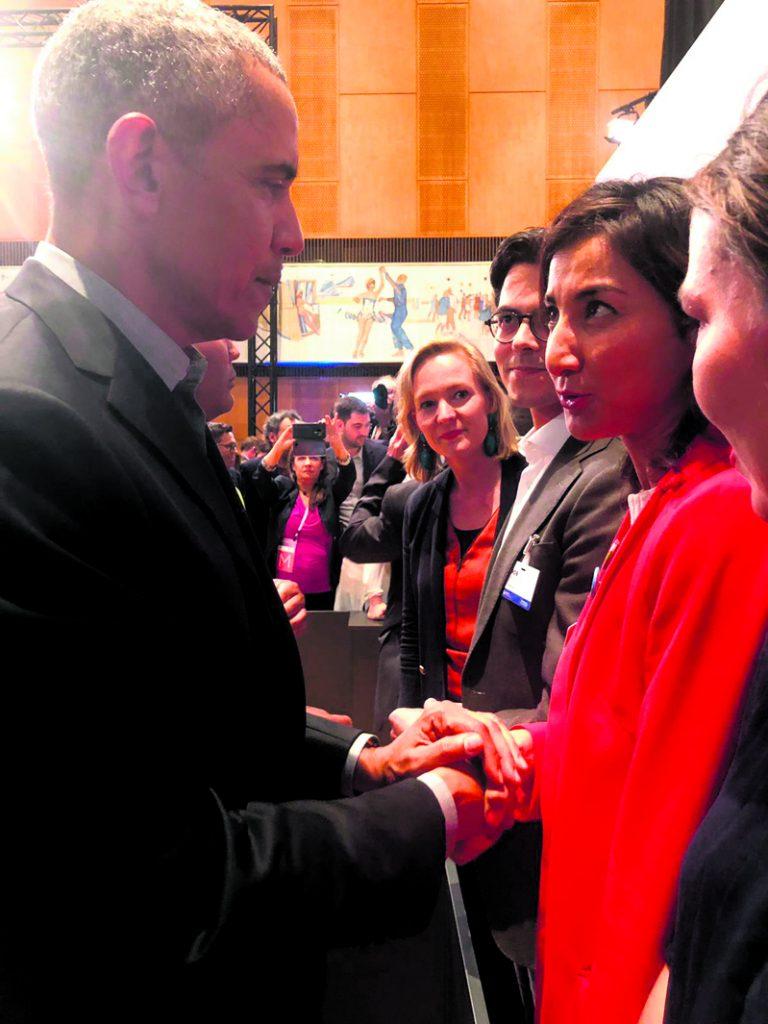 Vuosaarelainen  vapaaehtoistyöntekijä Kamilla Sultanova pääsi tapaamaan presidentti Barack Obamaa Berliinissä 2019.