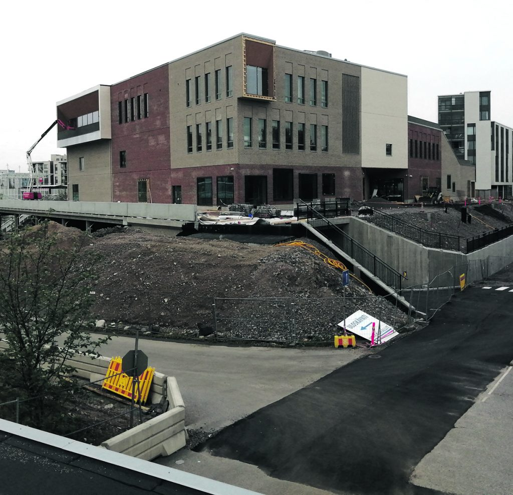 Uusi lukiorakennus sijaitsee osoitteessa Mosaiikkiraitti 2 B.