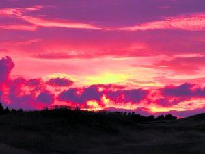 Golfkentän auringonlasku 11.8. Kuva: Katja Karjalainen