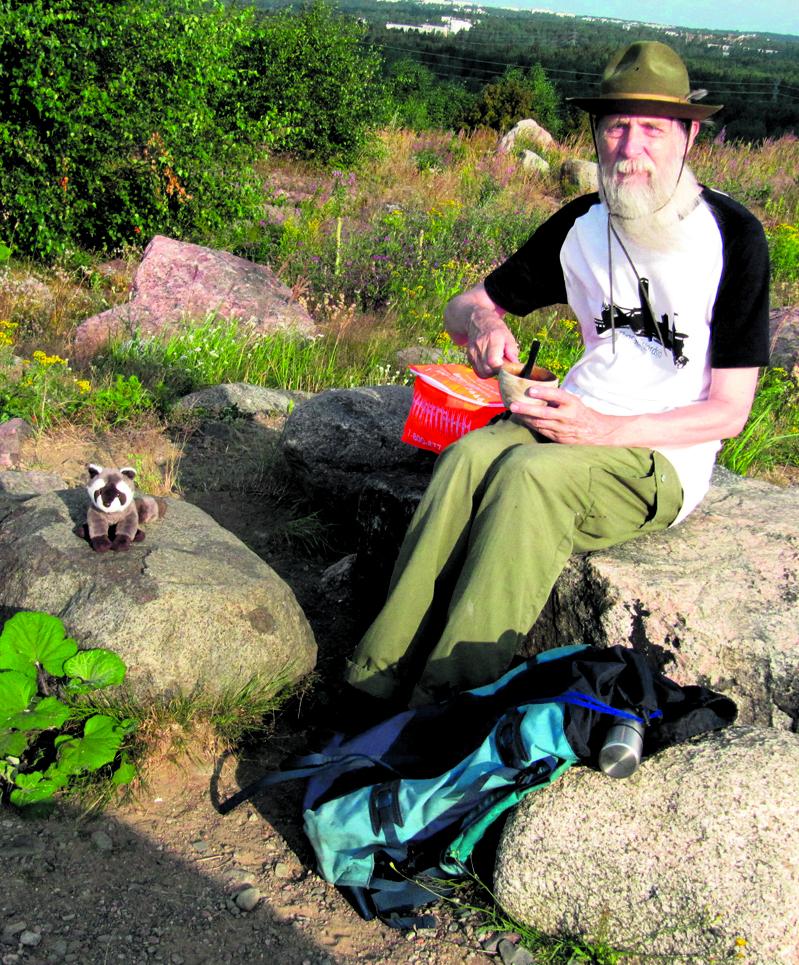 Eläkkeellä oleva web designer Juhani Greinert, 70, asuu Isonvillasaarentiellä.