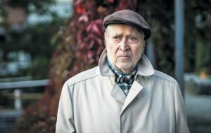 Taiteilijatalossa Aurinkolahdessa asuva kirjailija Hannu Salama täyttää 85 vuotta.