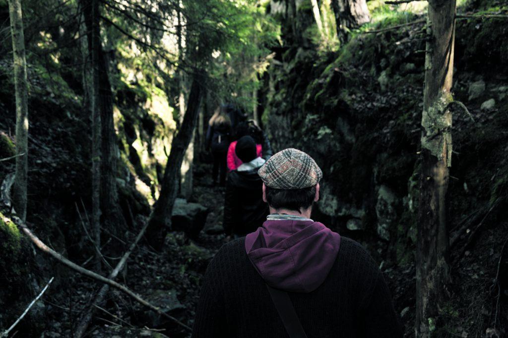 Mustavuoren maagisissa metsissä ja luolastoissa tehtiin 4.–12.9. mystisiä tarinakävelyjä. Kuva: Diego James