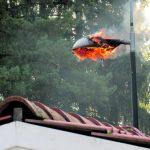 Katulamppu paloi liekillä Ramsinrannassa