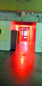 Entisen lukion tiloihin on loihdittu valoilla, äänillä ja esityksillä taianomainen tunnelma. Kuvat: Eero Honkanen